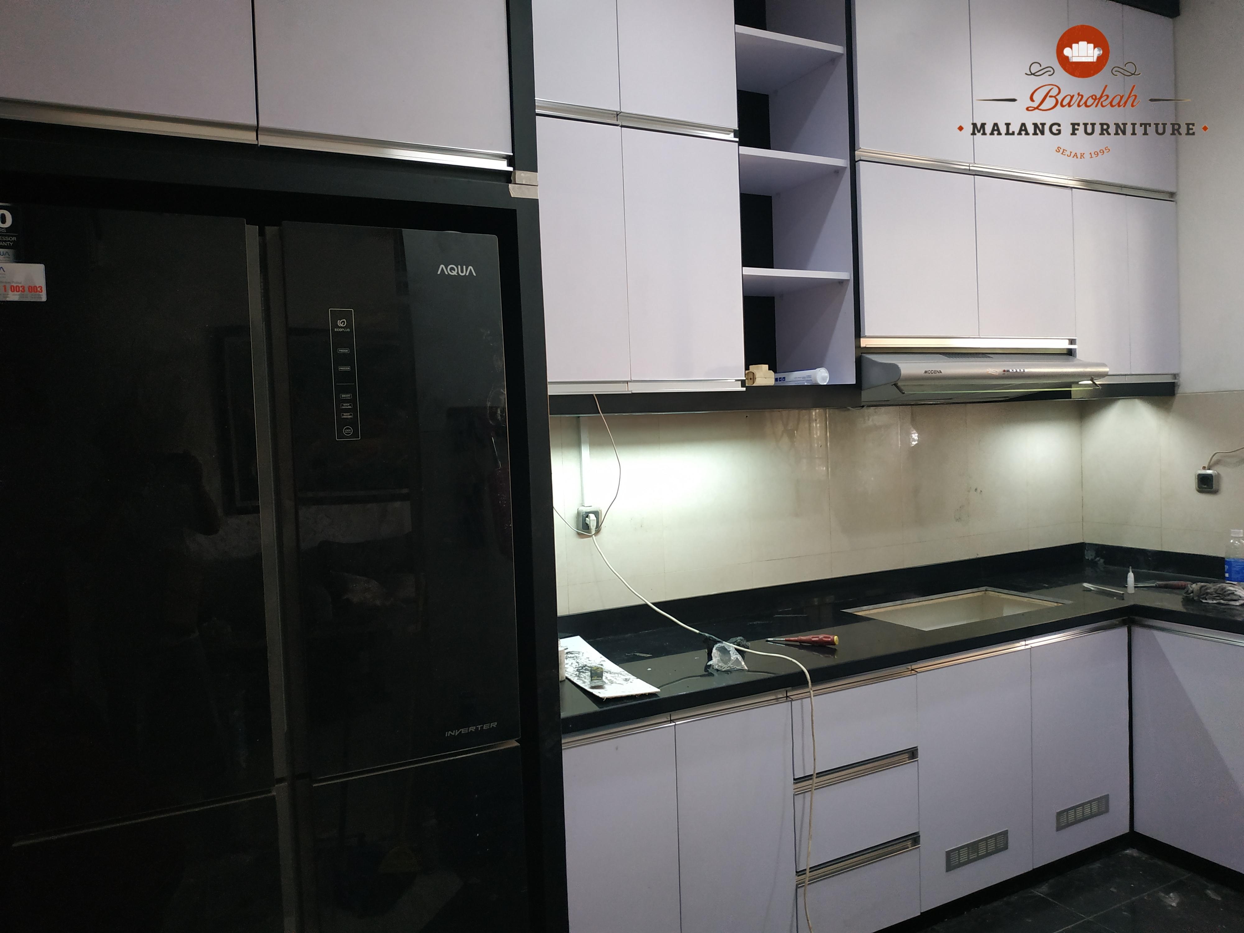 Finishing Interior Kitchen Set Pak Ari